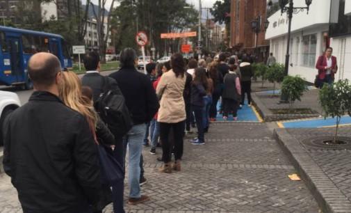 Denuncian largas filas en el norte de Bogotá para sacar el pasaporte
