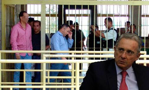 Uribe asegura  que el  insultó a 358 guerrilleros