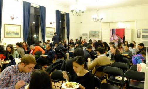 Carmenza Jaramillo los puso a rezar la novena en China, con cura incluido