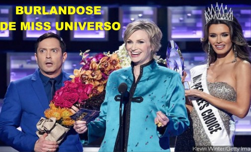 burlándose  de Miss Universo con la señorita Colombia en los Peoples Choice Awards (video)