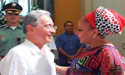 Piedad Cordoba de La Luciérnaga y el abrazo que le dio Uribe