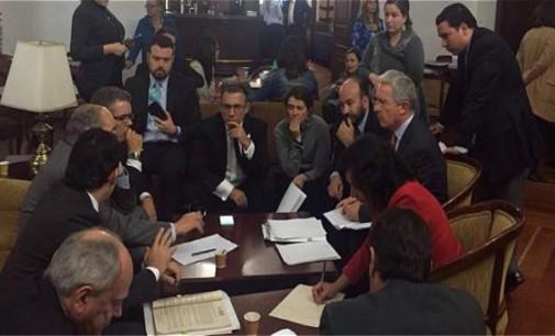 Uribismo y santismo lograron histórico acuerdo para impulsar norma clave para la paz.