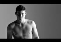 [Video] James Rodríguez protagoniza sensual comercial de Calvin Klein