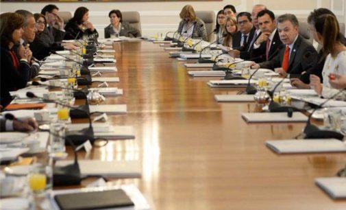 Renuncian hoy todos los ministros del presidente Santos