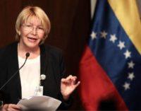 Asi fue la fuga de La exfiscal Ortega a Colombia en lancha .