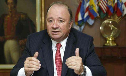 Ministro defensa Colombia mando 17.000 efectivos a la frontera con Venezuela.