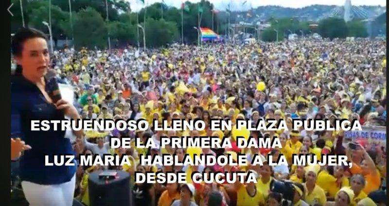 Estruendoso lleno en plaza publica de la primera dama Luz Maria  hablandole a la mujer, desde Cucuta  VIDEO.