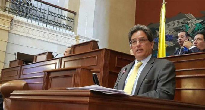 Cámara aprobó votar la moción de censura a MinHacienda (en desarrollo)