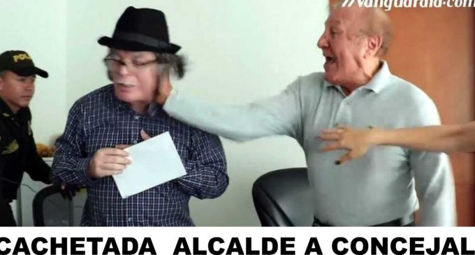 La cachetada que le da el alcalde de Bucaramanga a concejal.