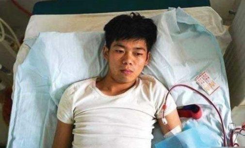 La historia del joven que vendió su riñón para comprar un iPhone y quedó discapacitado