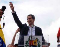 Guaido llego a Venezuela por el Aeropuerto  de Caracas como Pedro por su casa. Pasó migración sin problemas, saludado funcionarios.