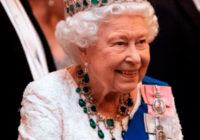 El fabuloso collar que lucio la Reina Isabel que impacto a todos.
