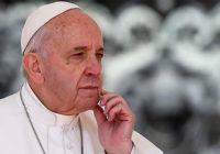 (Vídeo) Se le desarreglo el temperamento al papa francisco y cascó a una mujer