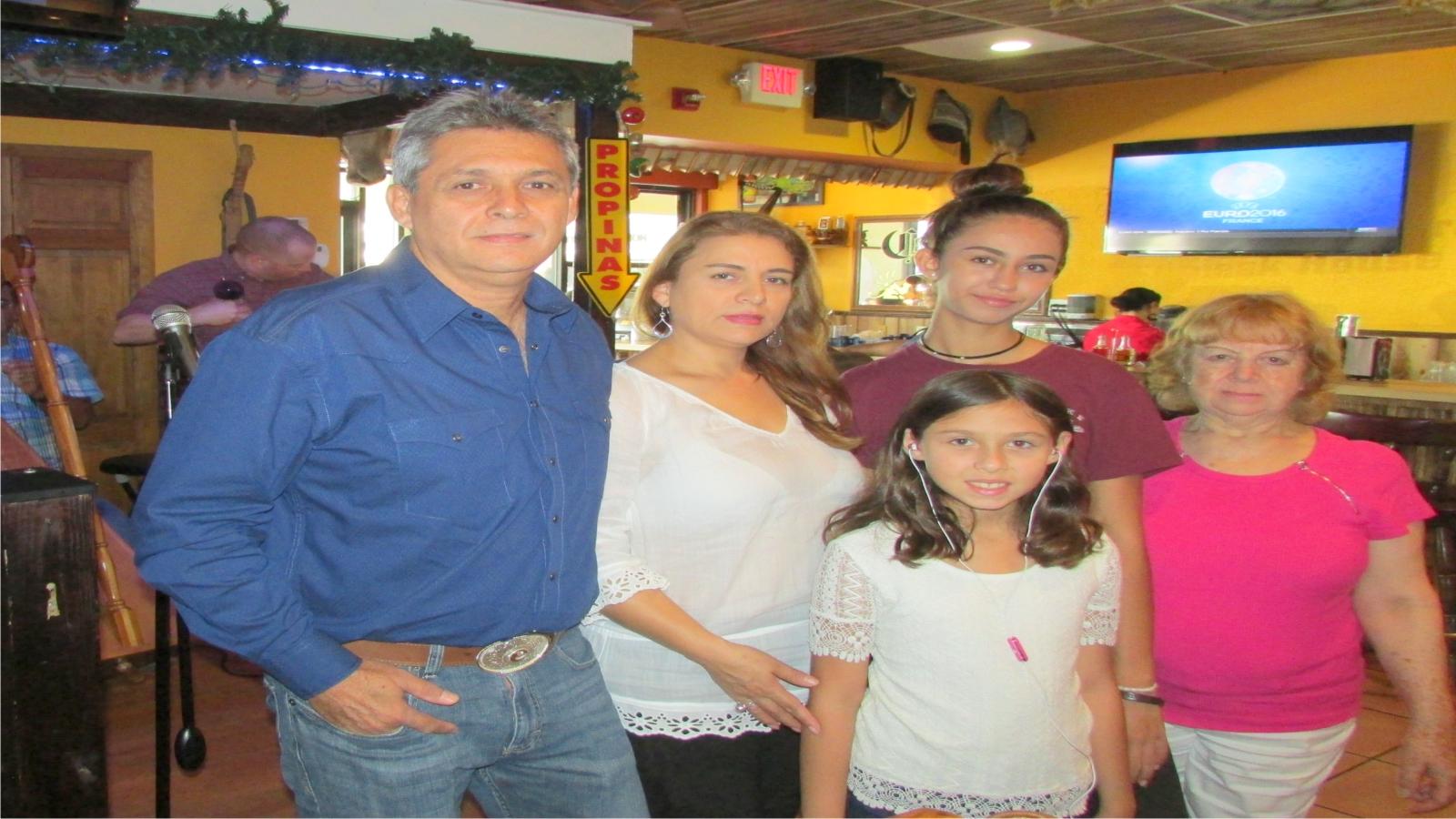 CARLOS EN FAMILIA